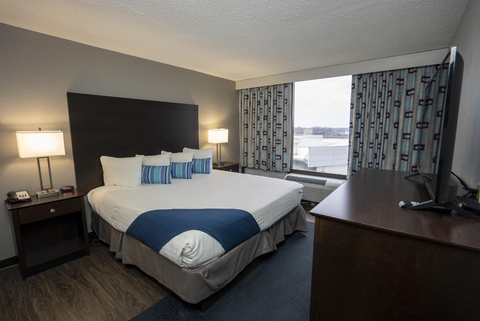 lakeozarkhotels thelodgeatportarrowhead kingroom
